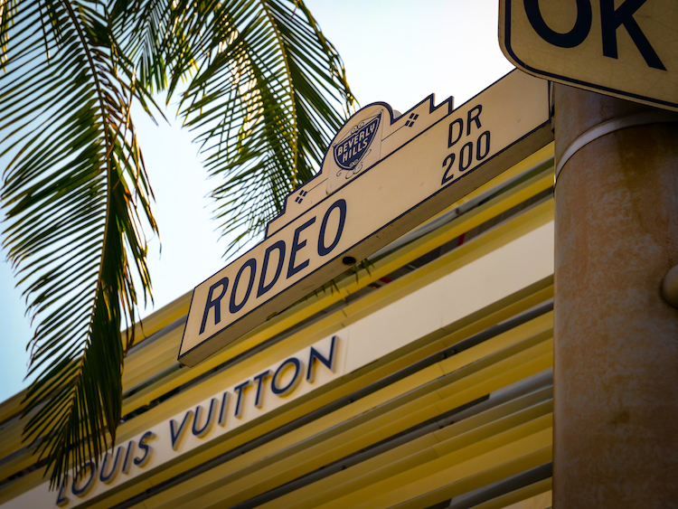 louis vuitton rodeo drive sign